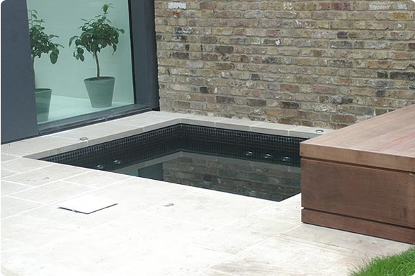 Whitewaters Inground Spa - Central London